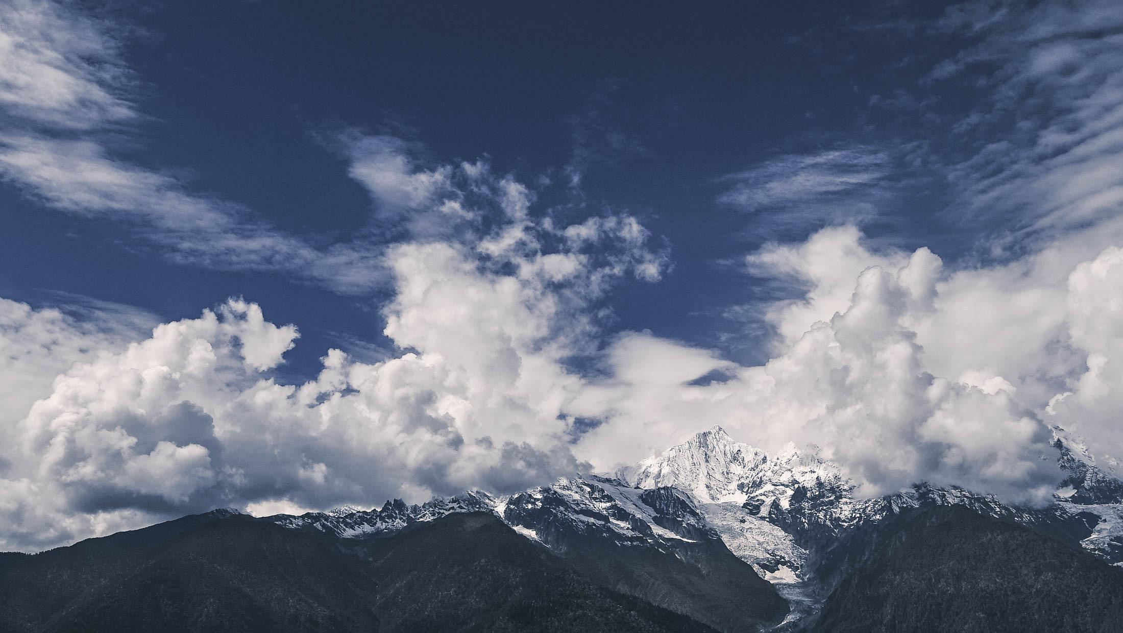 ao-yun-vineyard-mountain