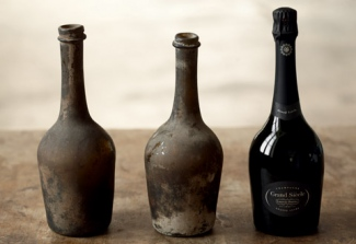 The Grand Siècle bottle was inspired by the hand-blown bottles initially made in the 17th century to contain the first champagnes.