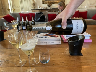 Pouring Louis Roederer Collection 242 NV